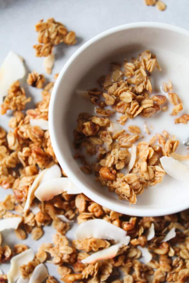 Cinnamon Coconut Granola (gluten-free, refined sugar-free, 7 ingredients)