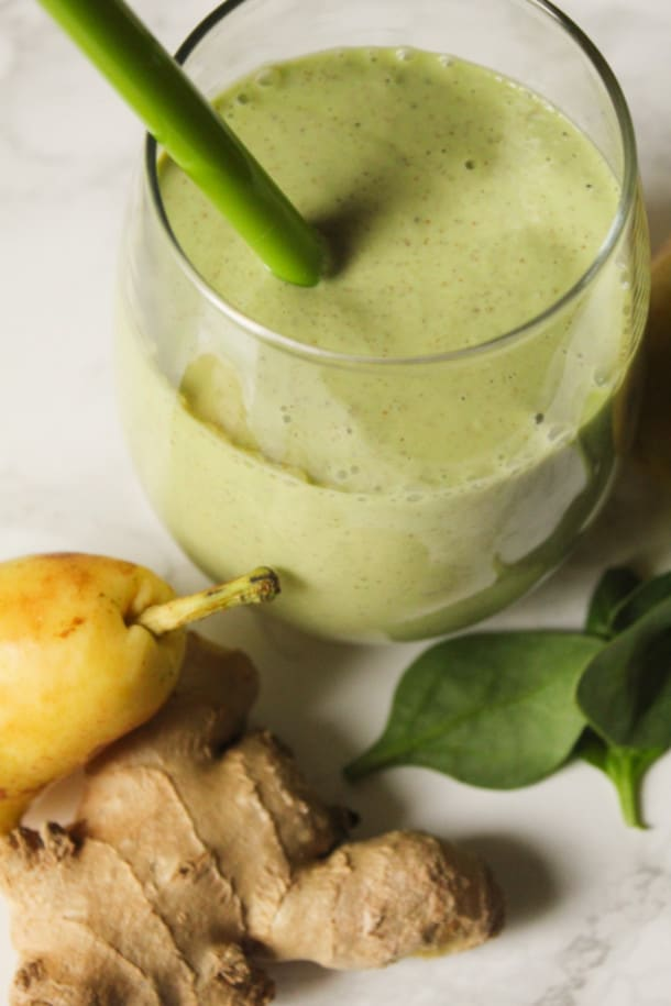 Spiced Pear Green Smoothie (gluten-free, refined sugar-free)